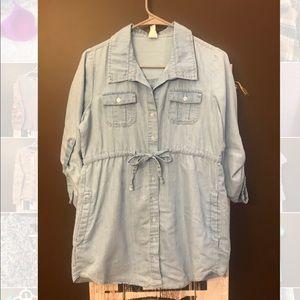 Chambray shirt with pockets.